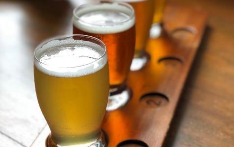 シンガポールクラフトビール JIBIRU には50種類の地ビールがあるっぽい! しかもカレー食べれて良さげ。