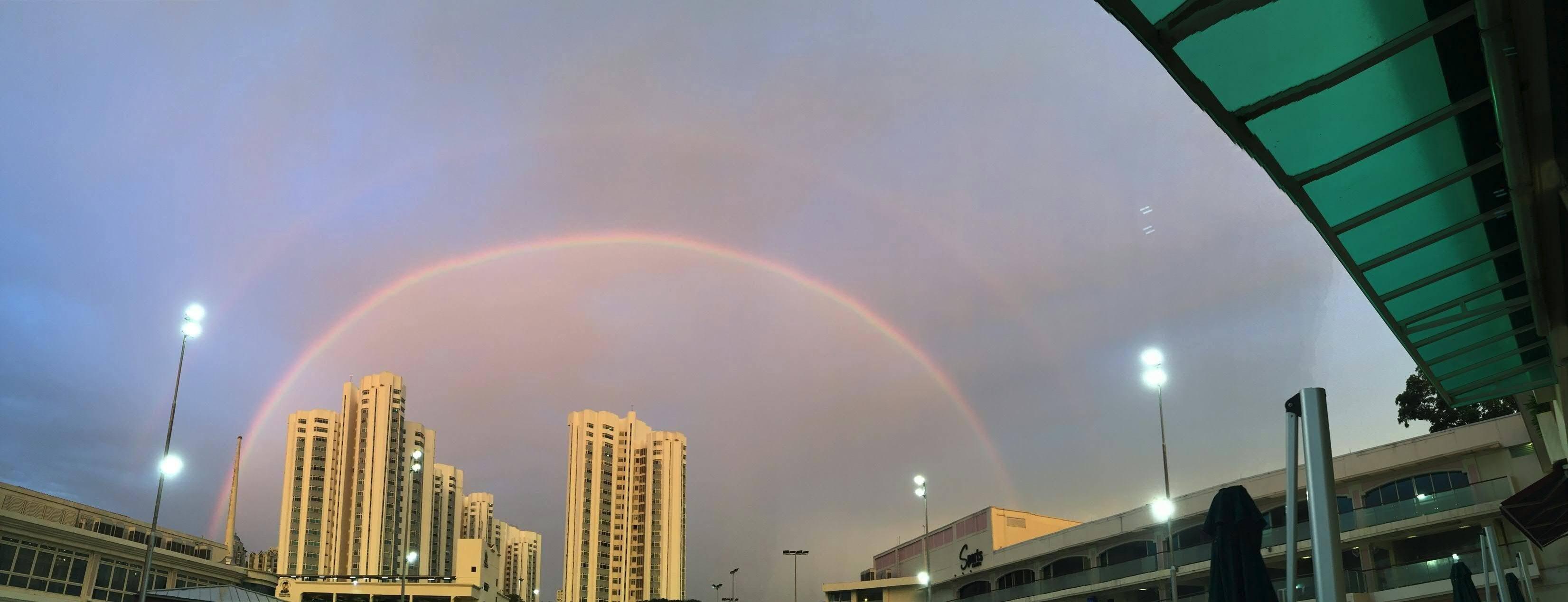 シンガポール虹 ! シンガポールマリーナーベイサンズ付近で出現! 【動画あり】