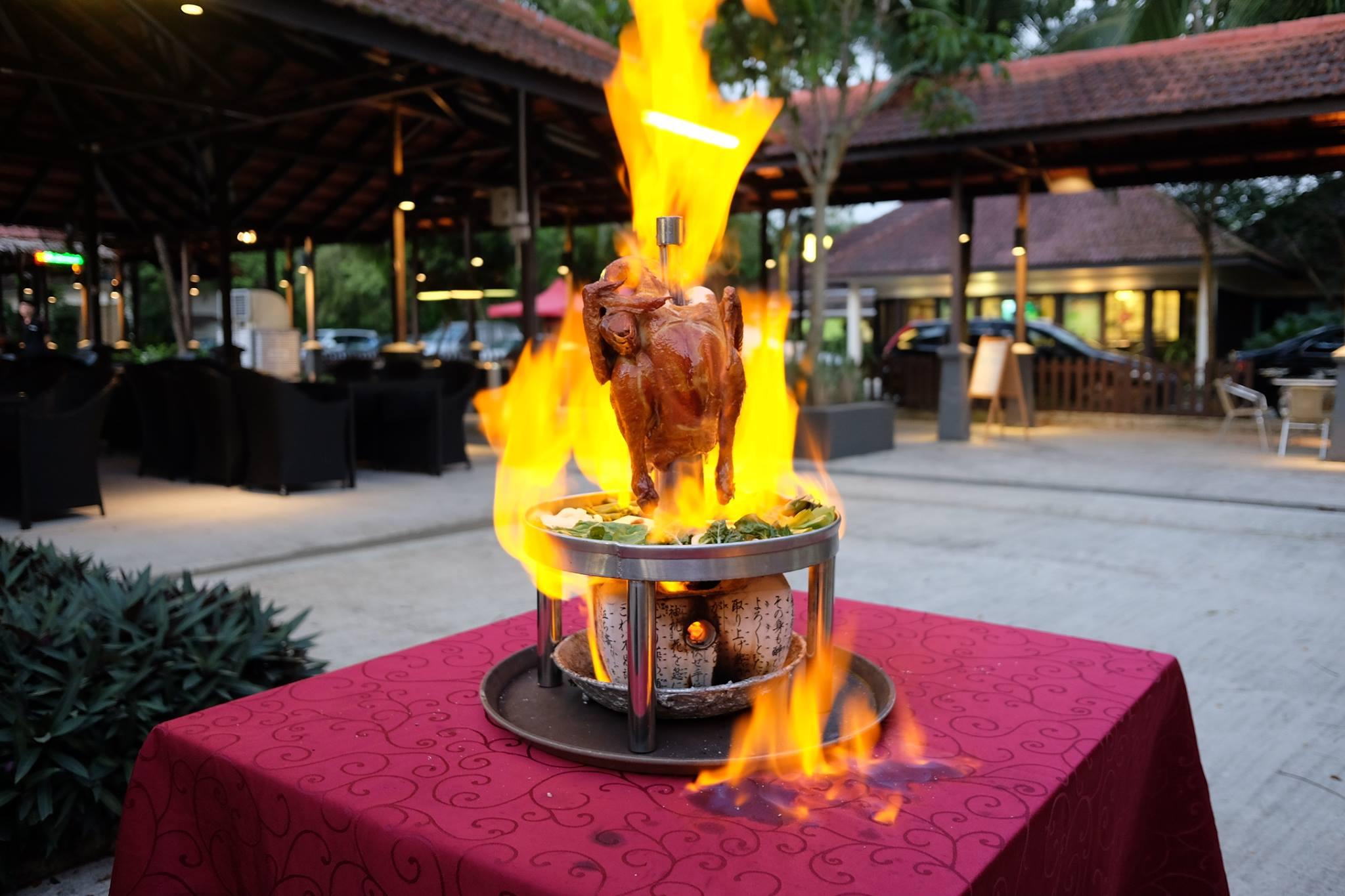 【危険すぎ】串刺しのチキンが大炎上する炎の料理【黒魔術】