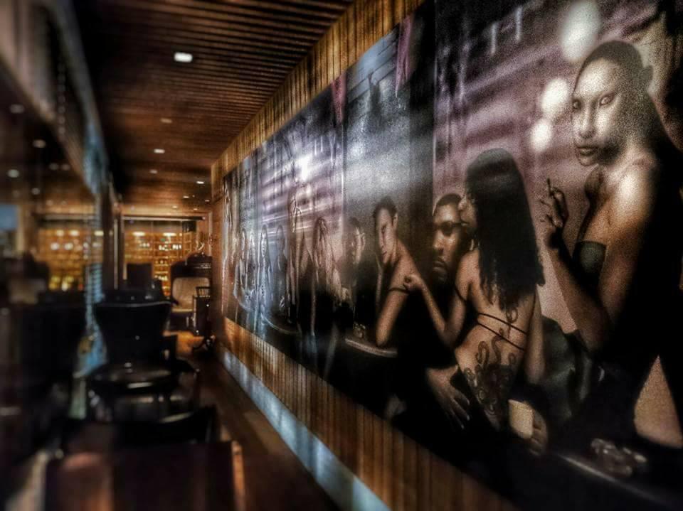 アートと料理を一度に楽しめる「M.A.D Bistro & Whisky Lounge」