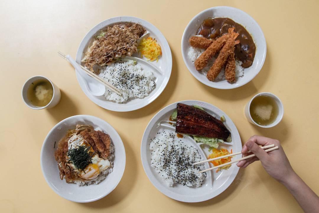 【惜しい】シンガポールホーカーで和食を頼むとこうなる