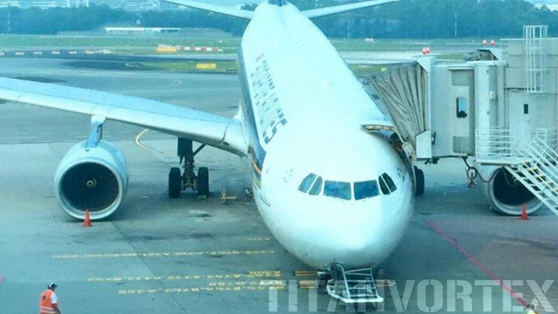 シンガポール航空機の前方が突然崩れる事故動画