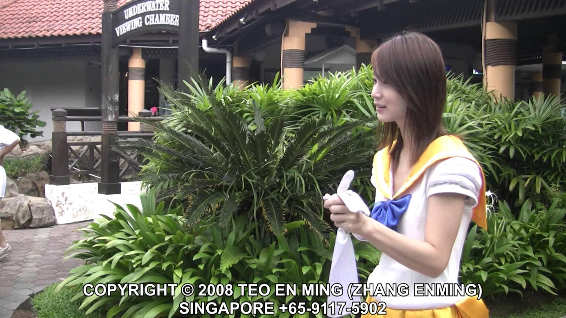 シンガポール人にセーラー服切らせてみた
