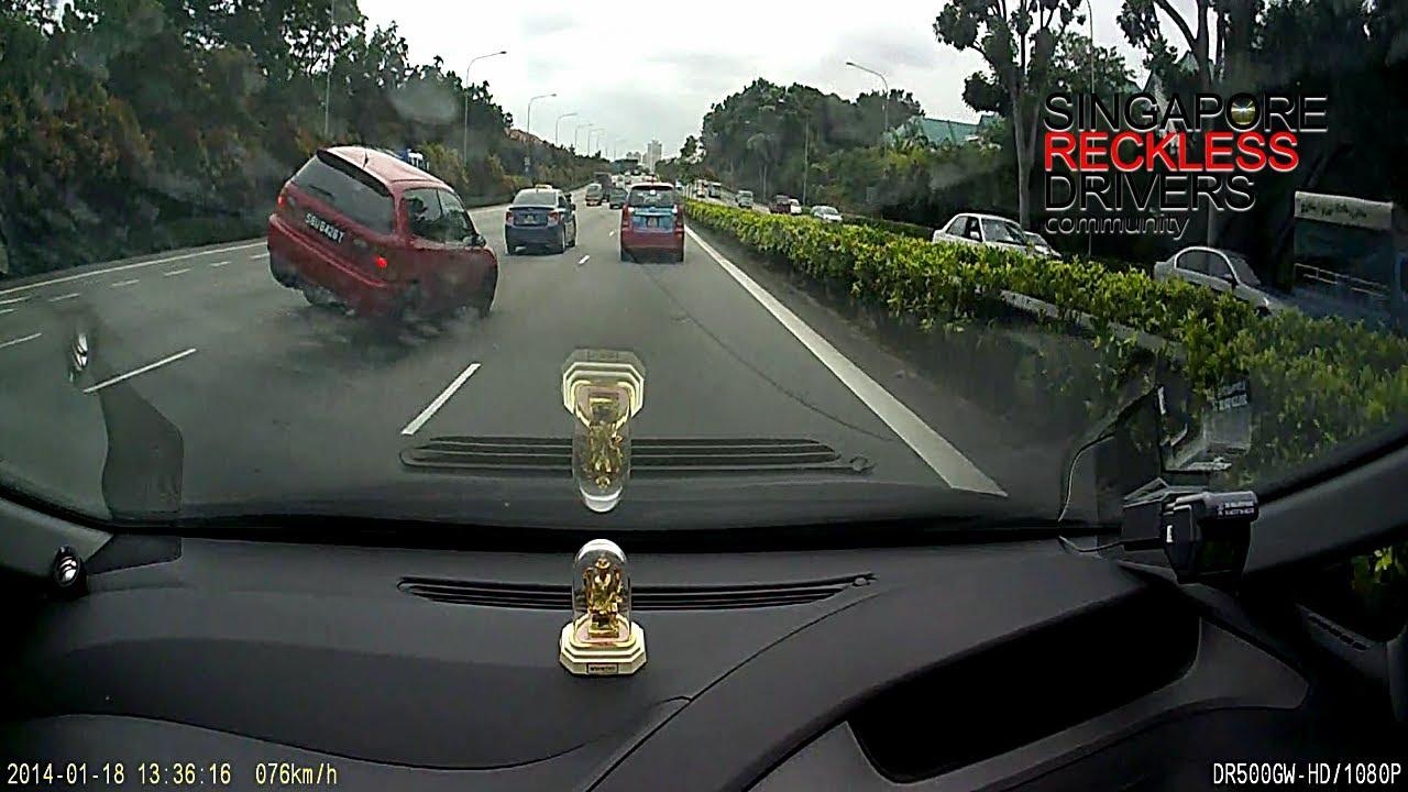 シンガポール事故、ぶつけに行く奴