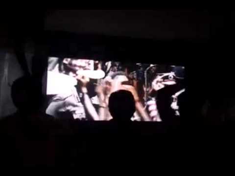 インド、映画見て喜び過ぎ!