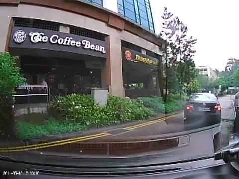 シンガポール路上でカップル喧嘩