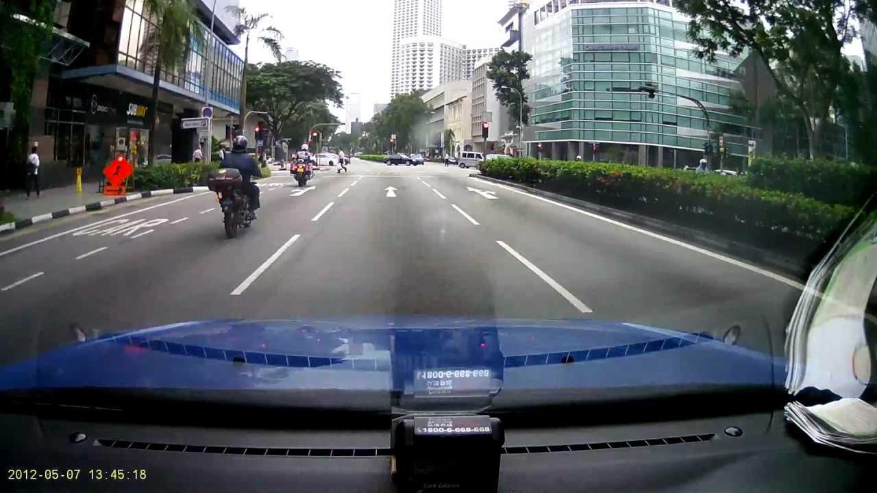 シンガポール信号無視、マセラッティー緊張してたのかな?