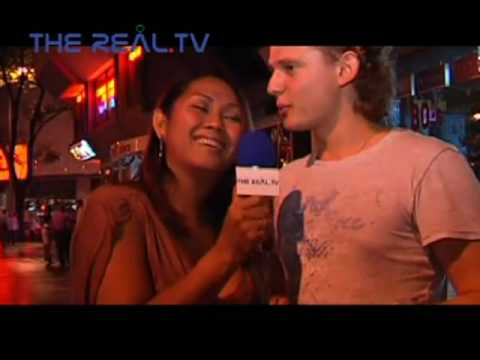 シンガポールオーチャードタワーのレディボーイの街角インタビュー