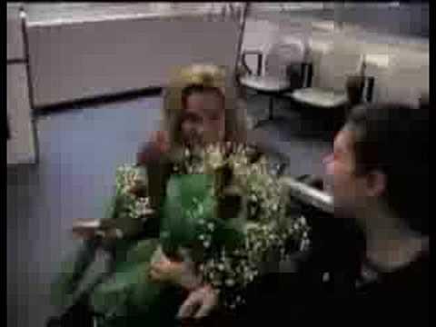 地味でいい、空港でのプロポーズ