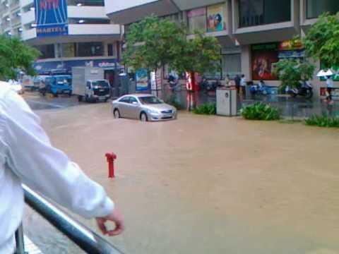 これはすごい!シンガポールオーチャードが浸水しちゃってる!