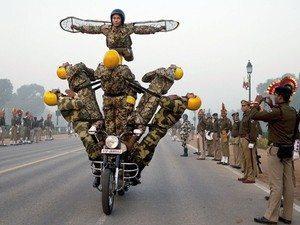 SAFが女性を助けた軍曹をフェイスブックで称賛