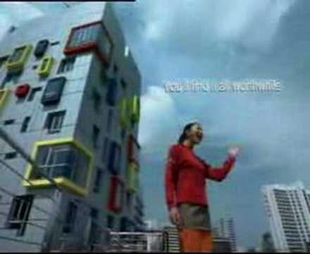 シンガポール 51周目国立記念、リー様が歌う