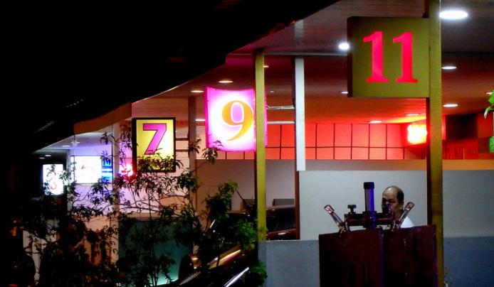 シンガポールゲイラン 置屋 として名高い歓楽街 !人種別の置屋動画を紹介するよ!