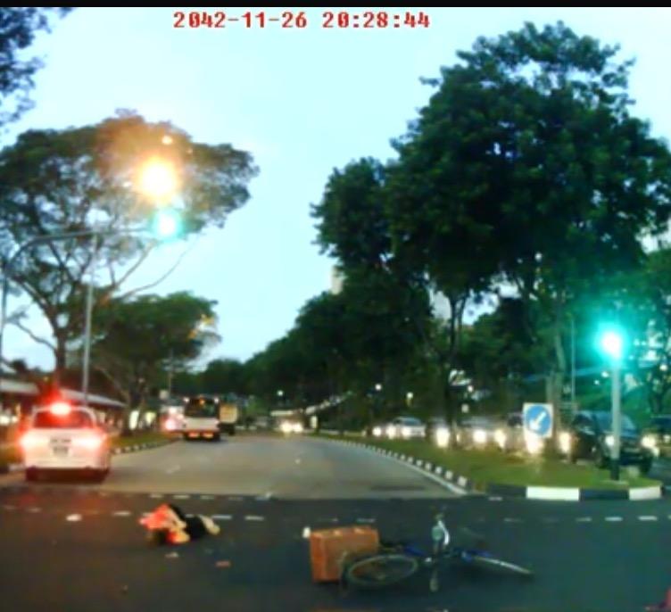 シンガポール信号無視で吹っ飛ばされる