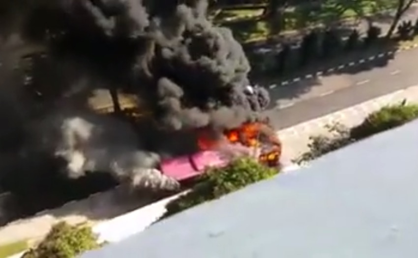 シンガポールバスが炎上しちゃってる件。
