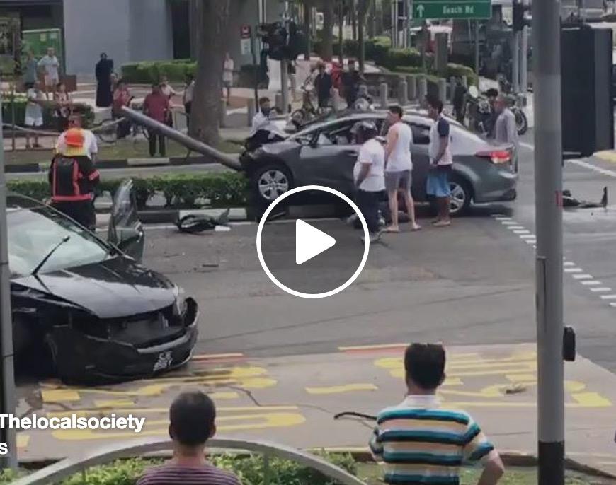 シンガポール Jalan Sultan と Victoria Street の交差点で大事故なう。