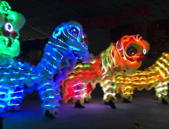 シンガポール旧正月と言ったら、 ライオンダンス! その中でも珍しいLED仕様のダンスなり!