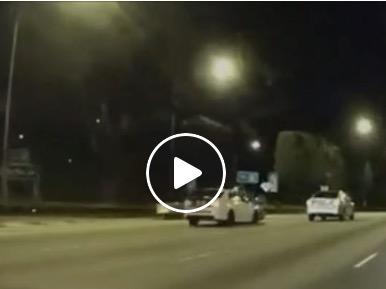 【シンガポール事故】 走行中のバイクを後ろからぶっ飛ばす奴
