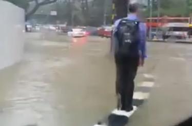 【動画あり】 シンガポールカッページら辺が浸水w