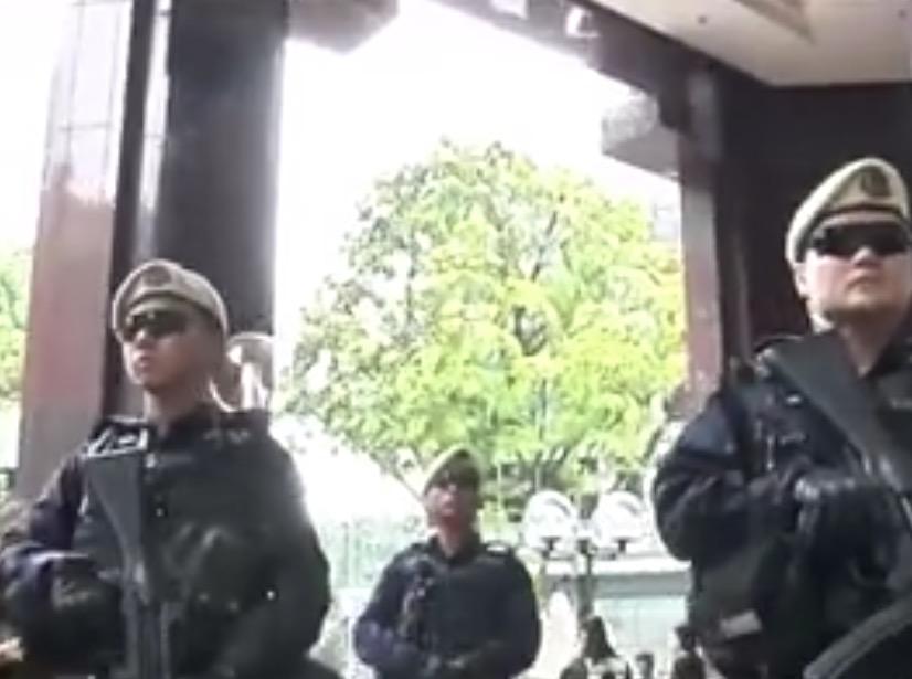 【動画あり】 >シンガポールカウントダウン に向けて、警備強化!