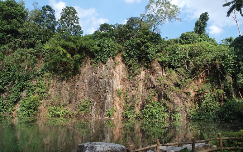 シンガポールブキットバトック自然公園 が中国っぽくてワロタw