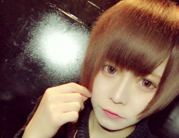 【WTF JAPAN】 Japanese boy removes make up to show non plastic surgery face